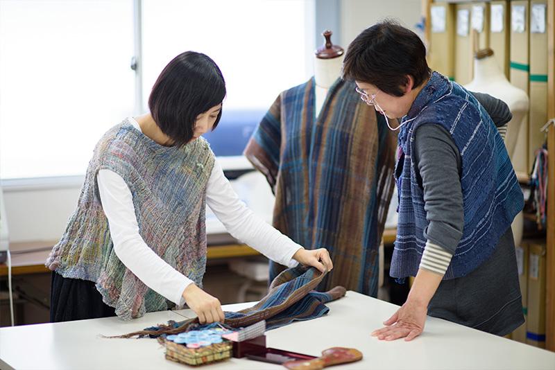 織り技だけでなく、もちろん仕立ても学べます♫