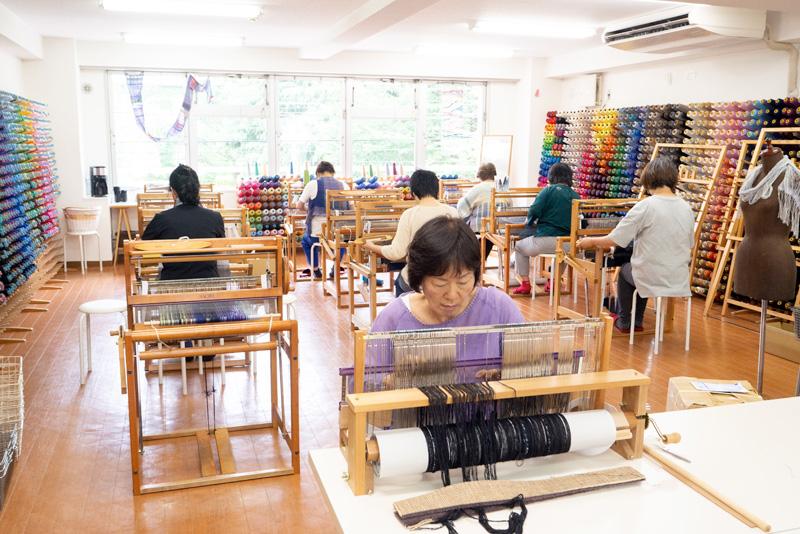 織り機の扱い方から、タテ糸の作り方までしっかり身に着けることが出来ます。
